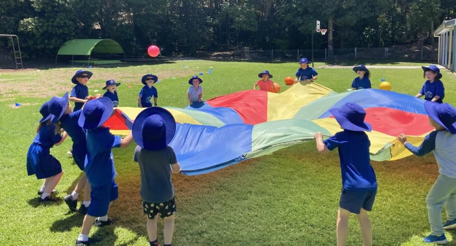 Kindy just love playing with the parachute.